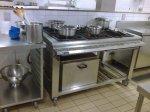 detalhe do fogão e forno da praça