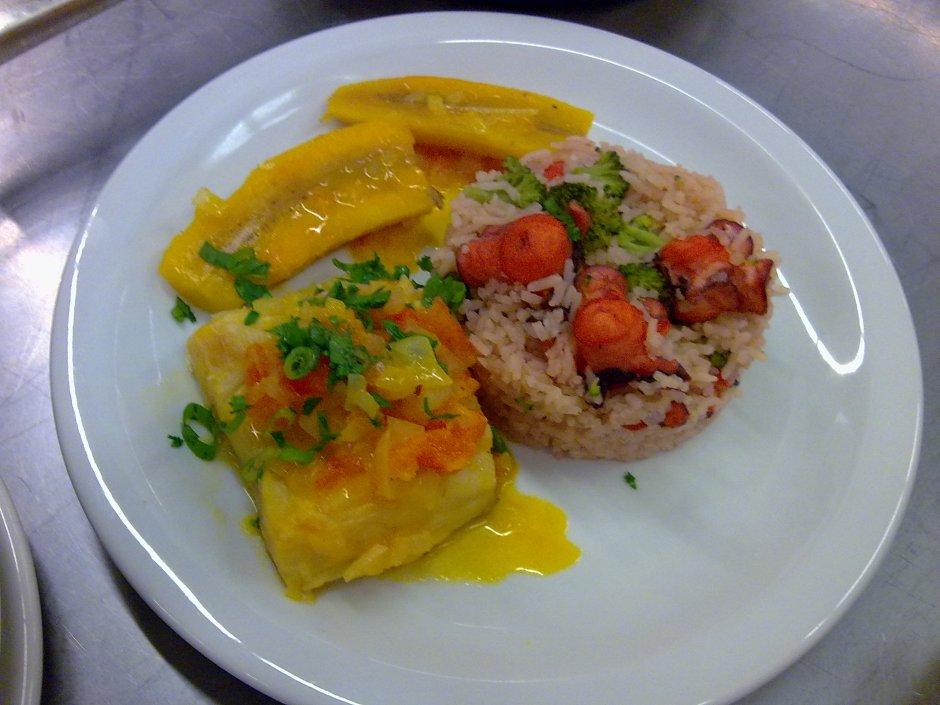 bacalhau à capixaba e arroz de polvo